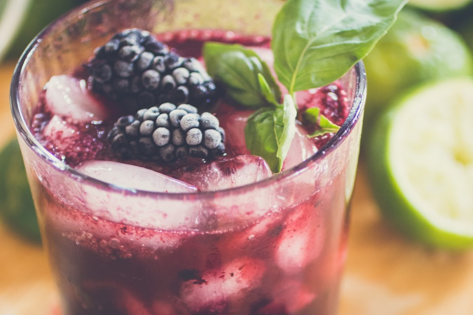 celebrating summer ~ blackberry gin fizz
